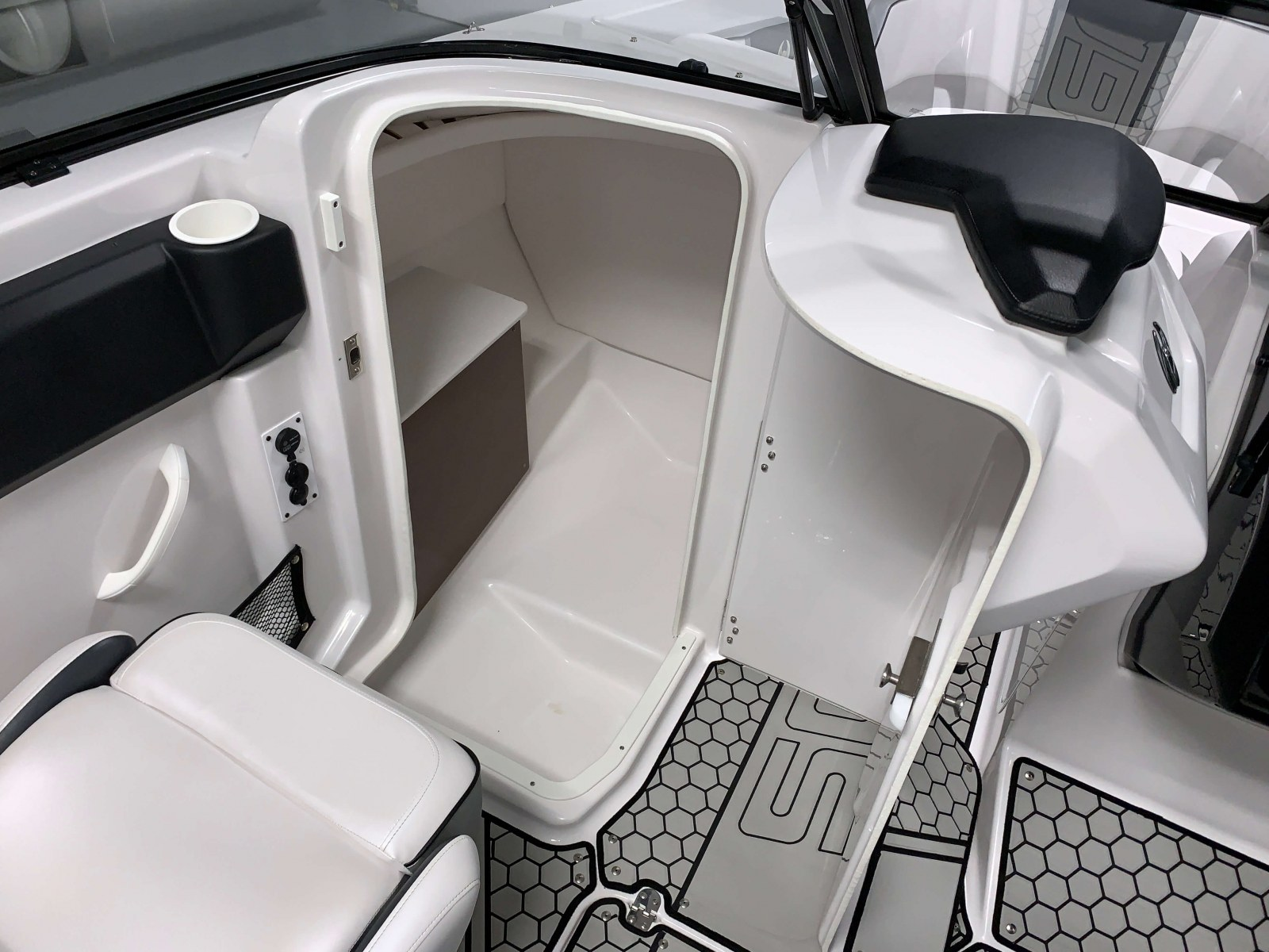 Changing Room of a 2018 Scarab Jet 255 G Jet Boat