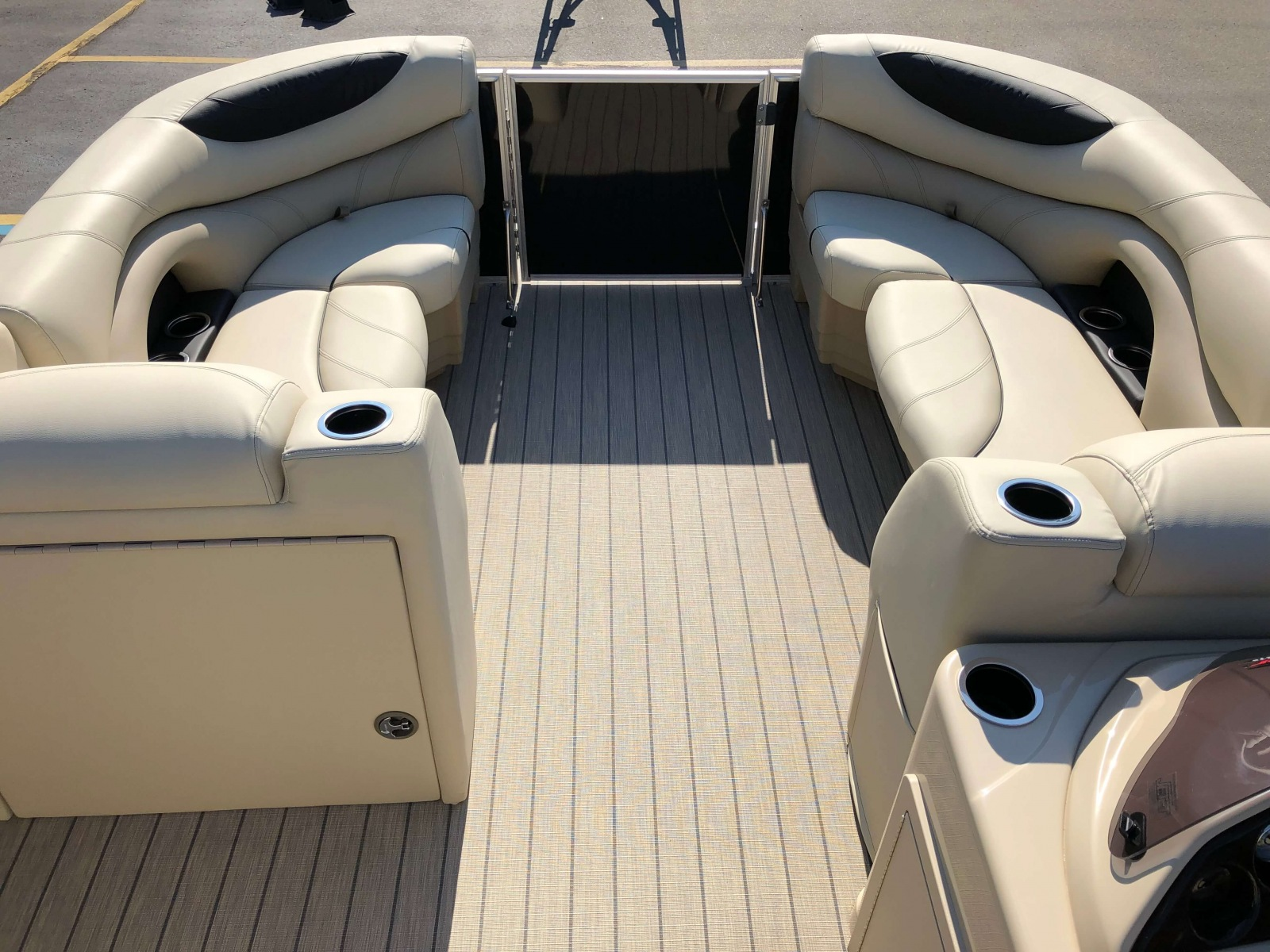 2019-Sylvan-8522-CLZ-Pontoon-Boat-Layout-4