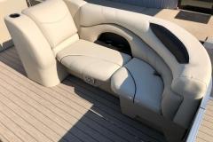 2019-Sylvan-8522-CLZ-Pontoon-Boat-Lounge-1