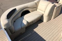 2019-Sylvan-8522-CLZ-Pontoon-Boat-Lounge-2