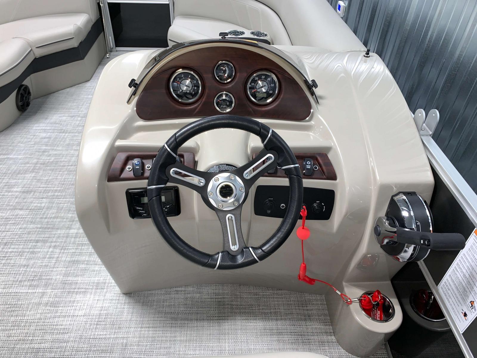2020-Berkshire-20CL-LE-Pontoon-Drivers-Console-2