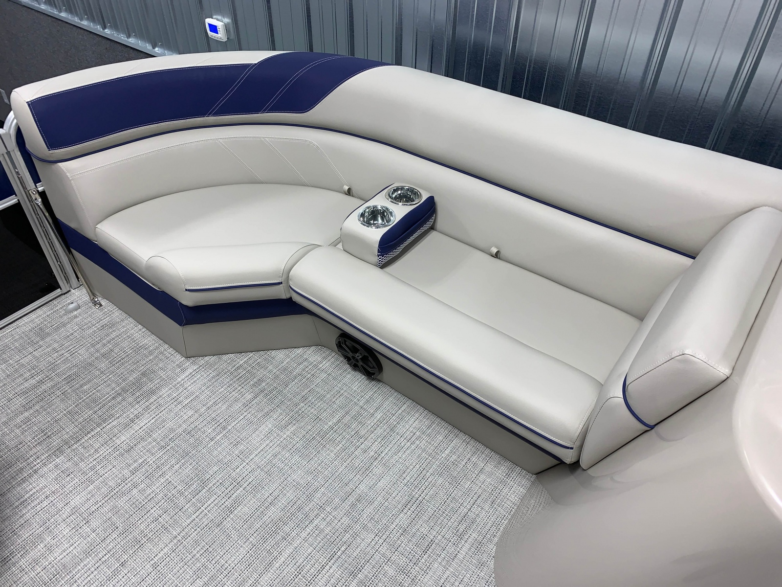 2020-Berkshire-22CL-LE-Pontoon-Boat-Interior-Seating-Layout-7