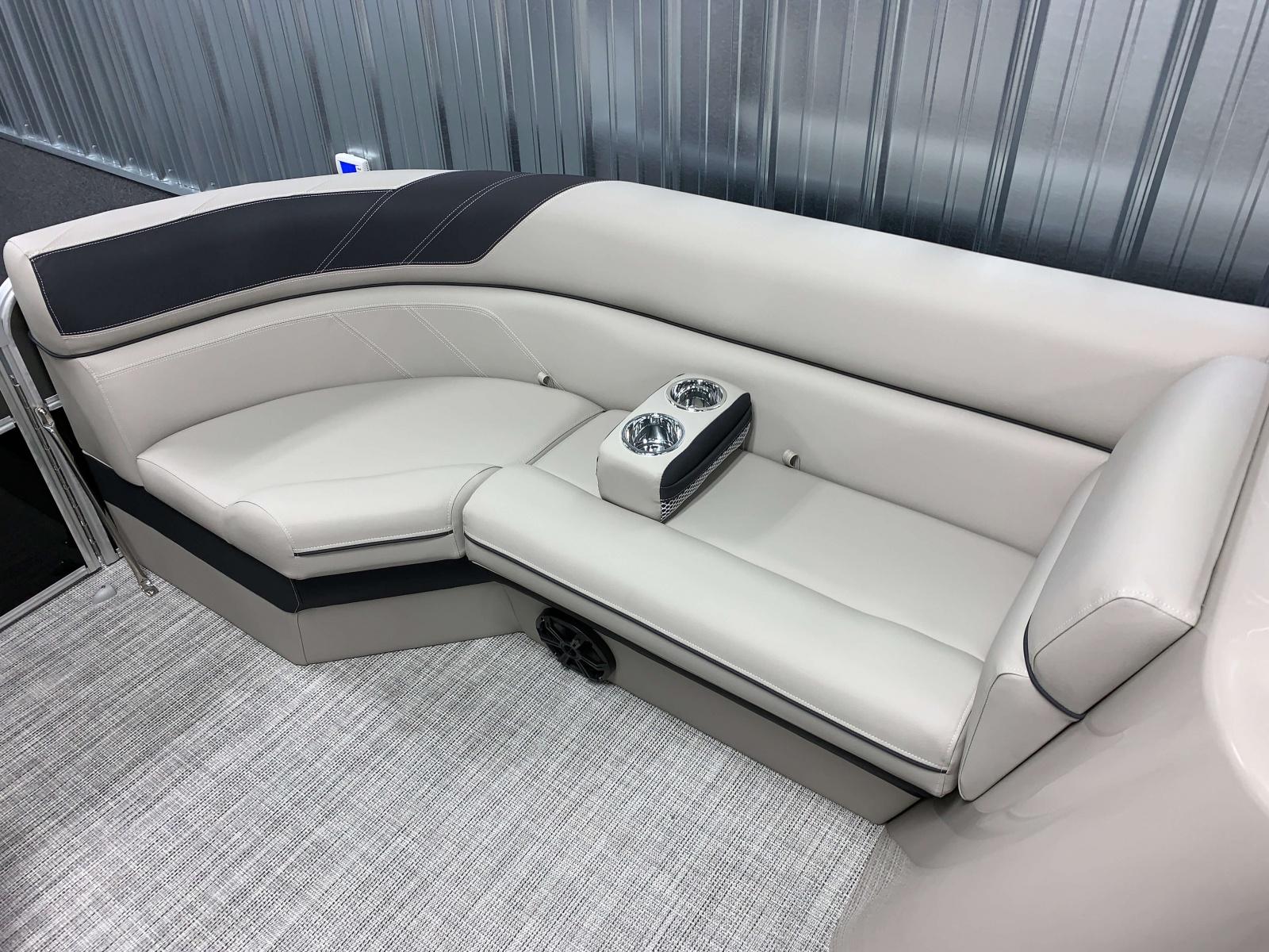 2020-Berkshire-24RFX-LE-Interior-Seating-Layout-6