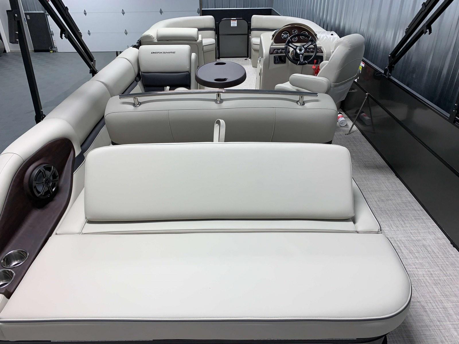 2020-Berkshire-24SB2-CTS-Interior-Seating-Layout-3