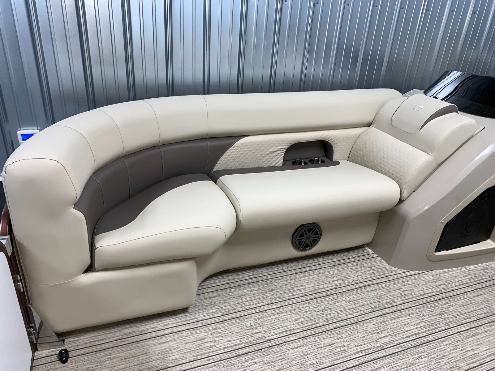 2020-Premier-200-Sunsation-RE-Pontoon-Boat-Interior-Seating-2