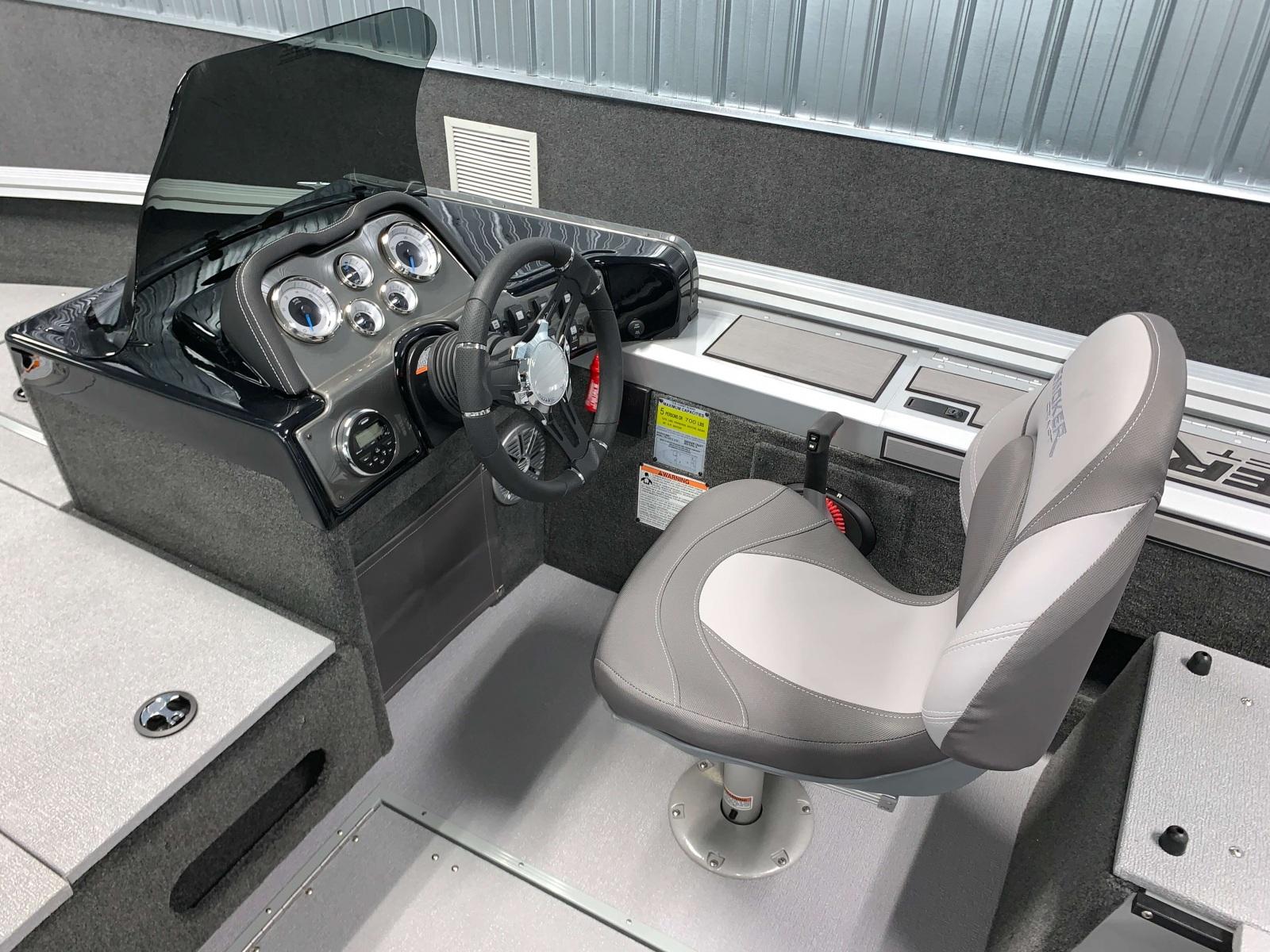 2020-Smoker-Craft-161-Pro-Angler-XL-Fishing-Boat-Drivers-Helm