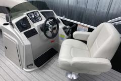 2020-Sylvan-Mirage-820-Cruise-Pontoon-Helm-2