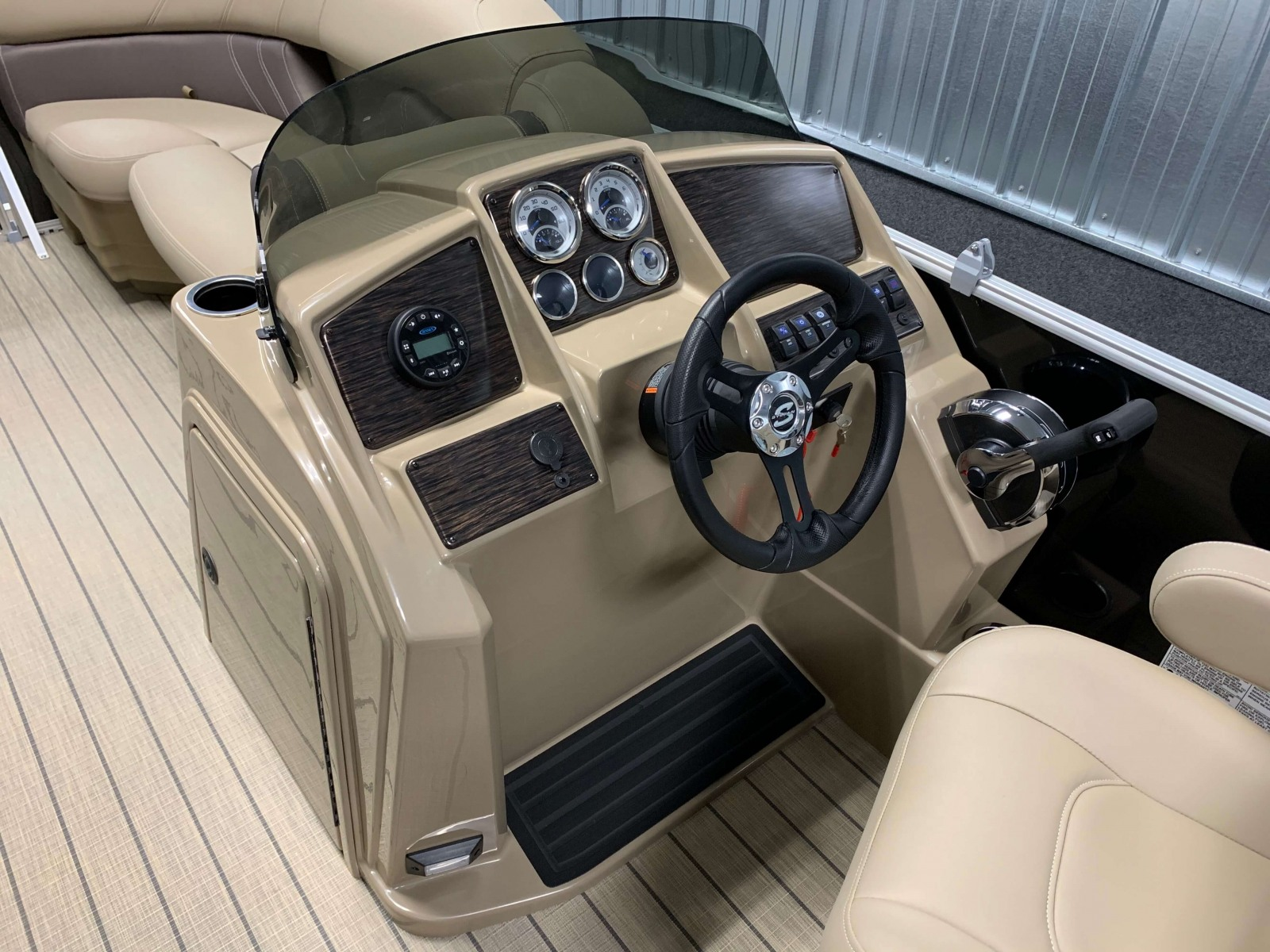Drivers Console of a 2020 Sylvan Mirage 820 Cruise Pontoon 1