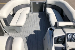 Interior Layout of a 2020 Sylvan Mirage 820 Cruise Pontoon 4