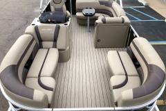 Interior Layout of a 2020 Sylvan L1 Cruise Pontoon 1