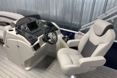 Helm and Captain's Chair of a 2020 Sylvan L1 Cruise Pontoon 1