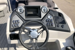 Drivers Console of a 2020 Sylvan L1 LZ Pontoon 1