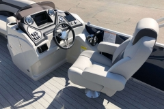 Helm and Captain's Chair of a 2020 Sylvan L3 Cruise Pontoon 1