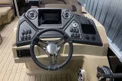Drivers Console of a 2020 Sylvan L3 DLZ Pontoon 1