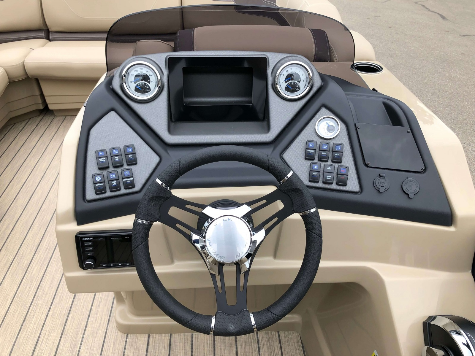 Drivers Console of a 2020 Sylvan L3 LZ Pontoon 1