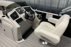 2020-Sylvan-Mirage-8520-Cruise-Pontoon-Boat-Helm