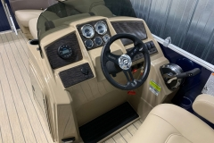 Drivers Console of a 2020 Sylvan Mirage 8520 Cruise Pontoon 1
