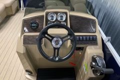 Drivers Console of a 2020 Sylvan Mirage 8520 Cruise Pontoon 2