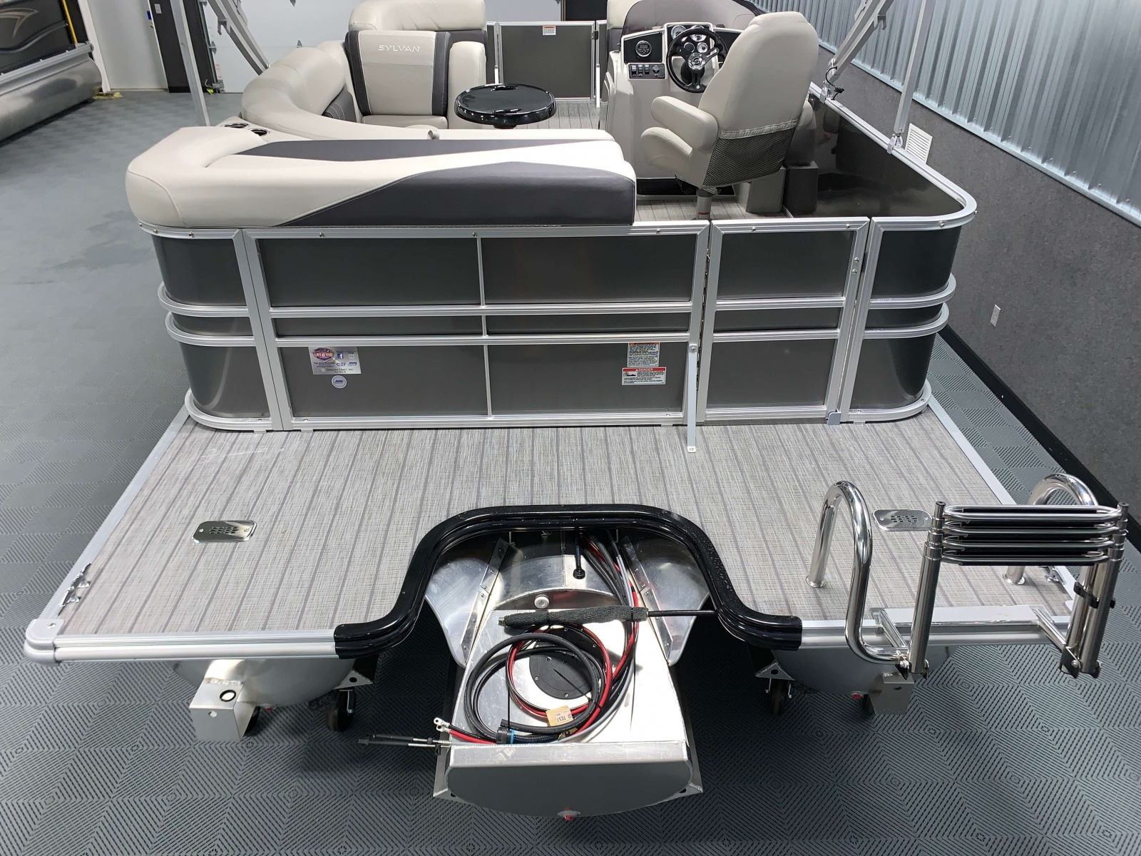 Extended Rear Deck of a 2020 Sylvan Mirage 8520 Cruise Tritoon