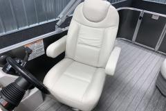 Captain's Chair of a 2020 Sylvan Mirage 8520 Cruise Tritoon