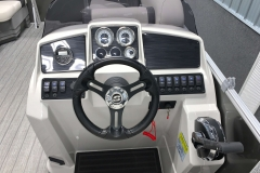 Drivers Console of a 2020 Sylvan Mirage 8520 Cruise Tritoon 2