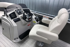 Helm and Captain's Chair of a 2020 Sylvan Mirage 8520 Cruise Tritoon 1
