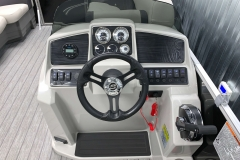Driver's Console of a 2020 Sylvan Mirage 8520 LZ Tritoon Boat