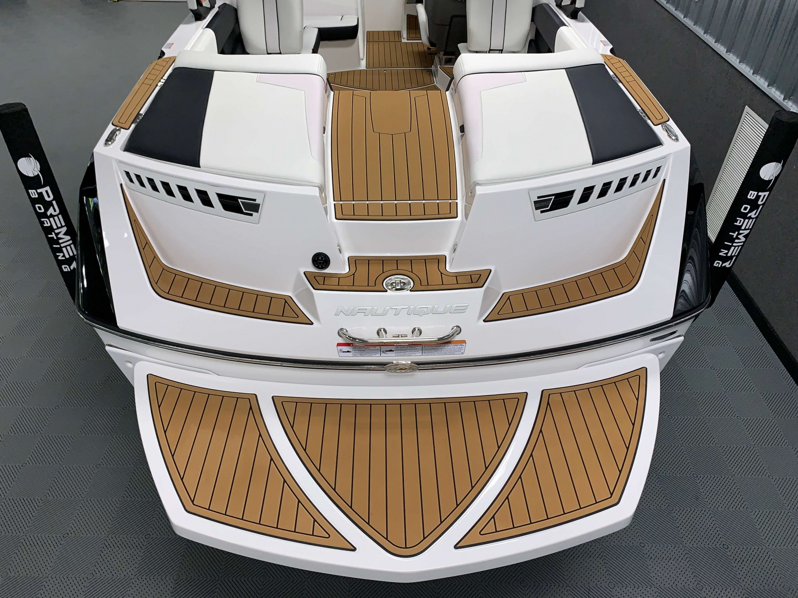Transom of the 2021 Nautique 230 Wake Boat
