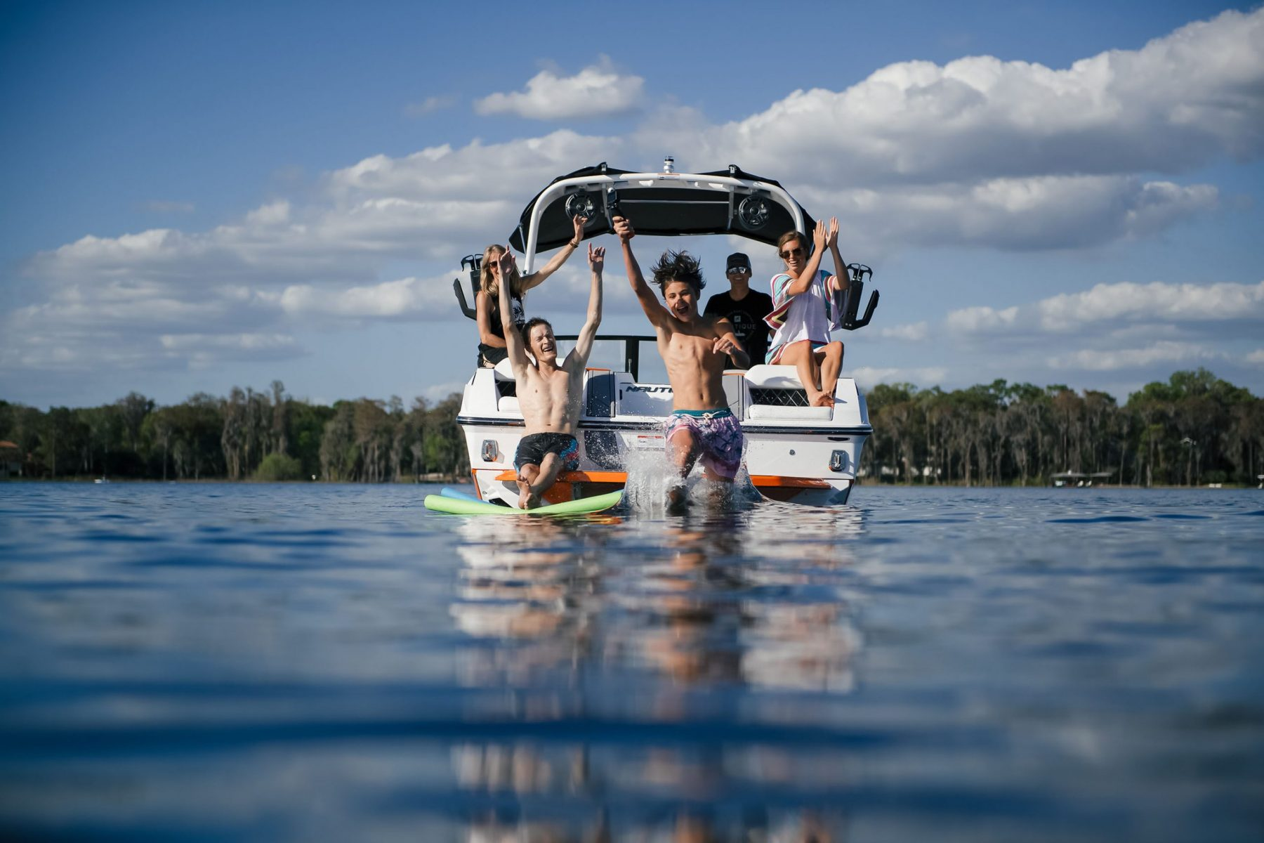 Family Time on the 2021 Nautique GS24 Wake Boat