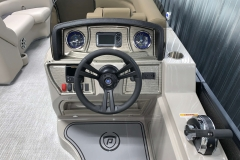 Lowrance Hook 2 4X Gaph of the 2021 Premier 220 Sunspree RF Pontoon Boat