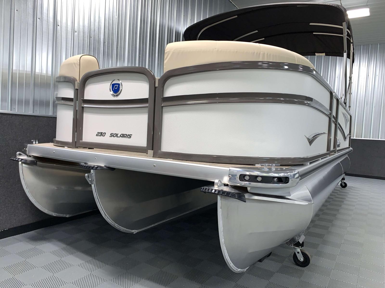 White Panel Color on the 2021 Premier 230 Solaris RL Tritoon Boat