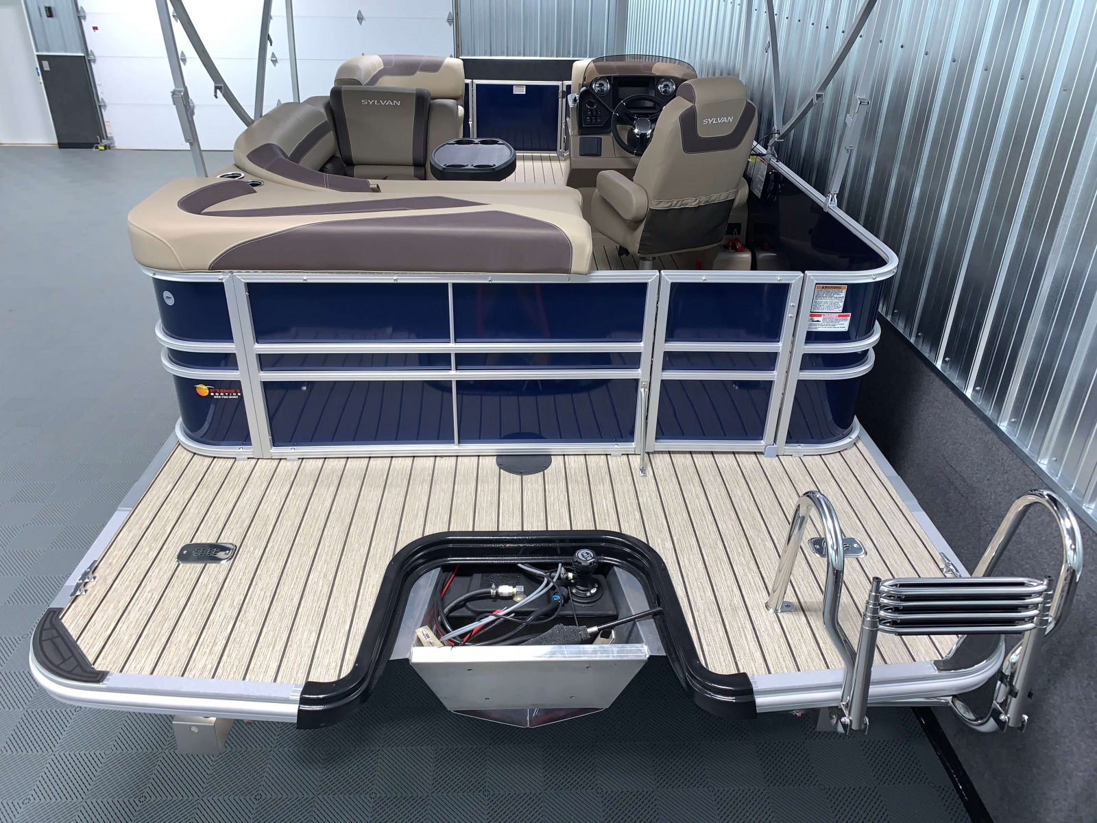 Extended Rear Swim Deck of the 2021 Sylvan L1 Cruise Pontoon Boat