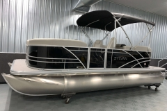 "8'6"" Bimini Top of the 2021 Sylvan Mirage 8520 LZ Tritoon Boat"