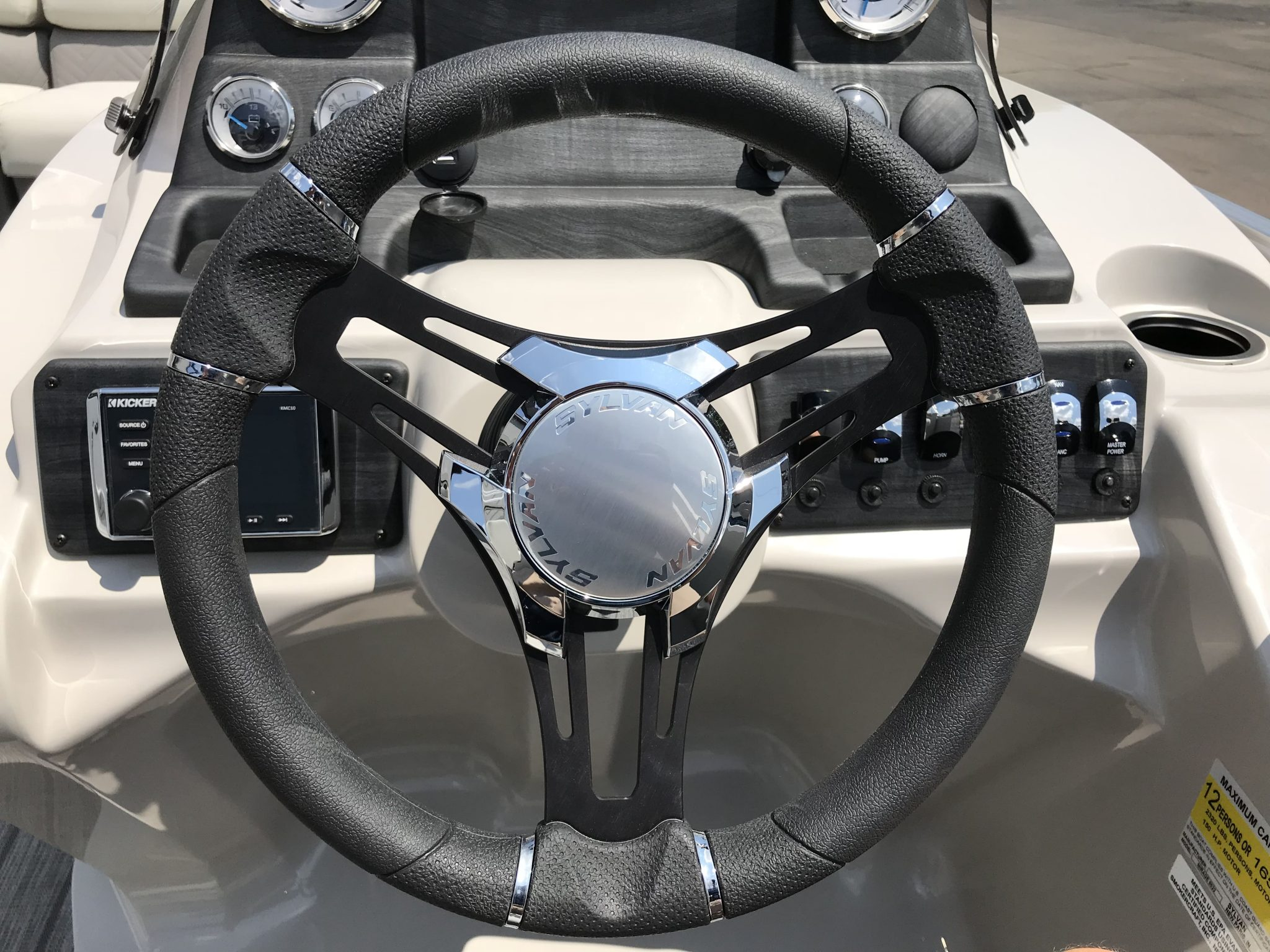 2019 Sylvan 8522 LZ LES Steering Wheel