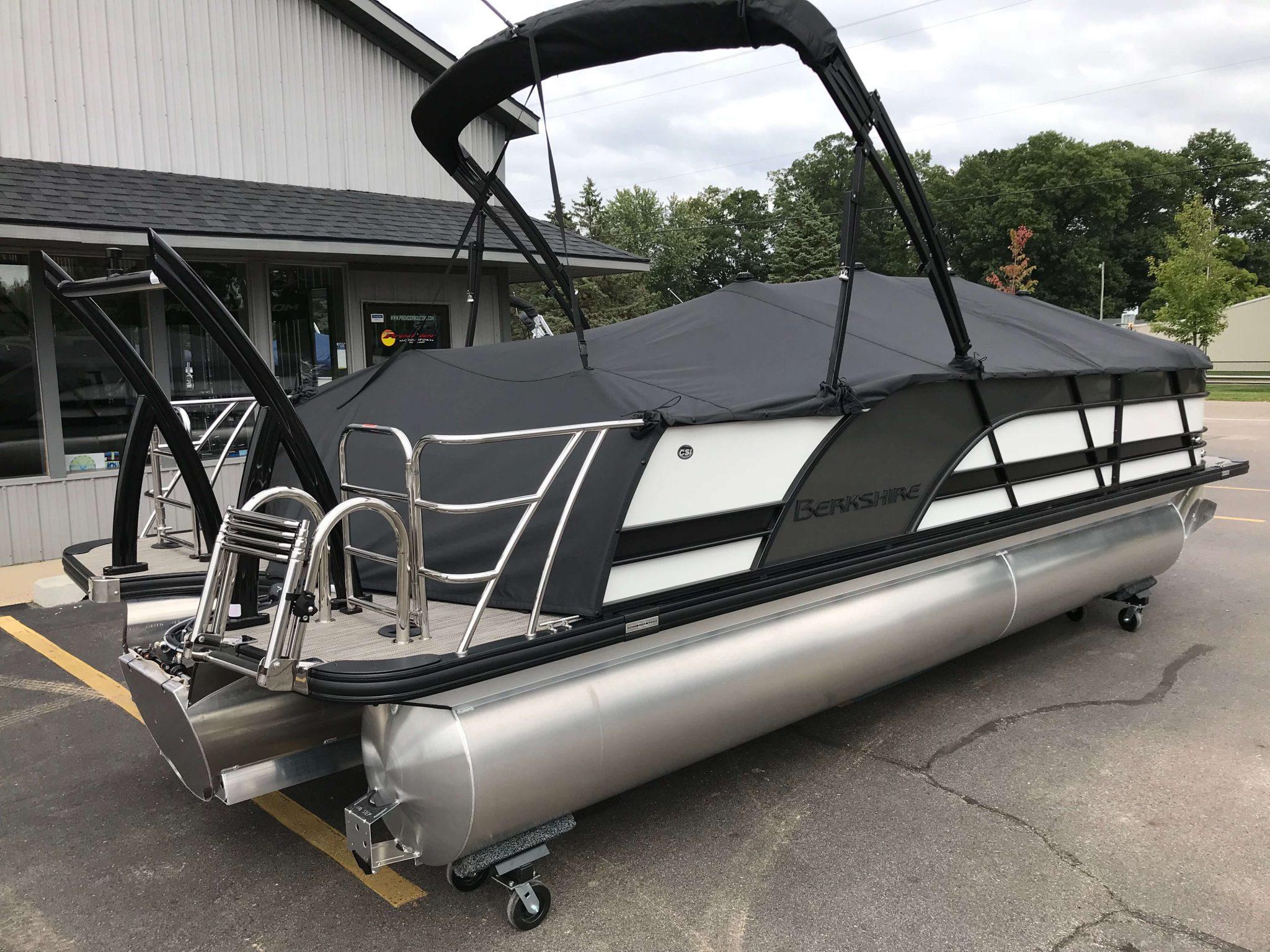 2019 Berkshire 23 SB2 STS Tritoon Full Mooring Cockpit Cover 2