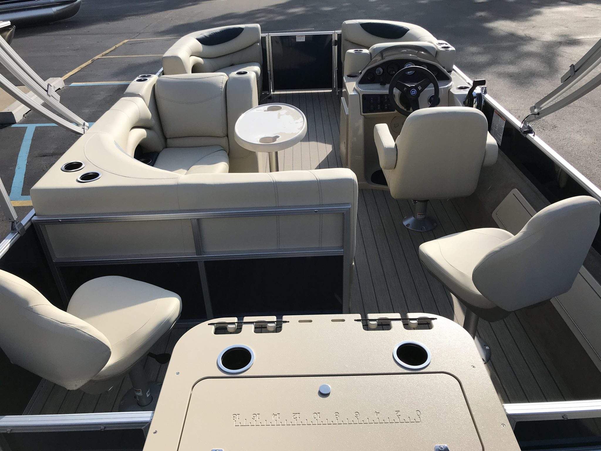 Sylvan 8520 Cruise-n-Fish Cockpit