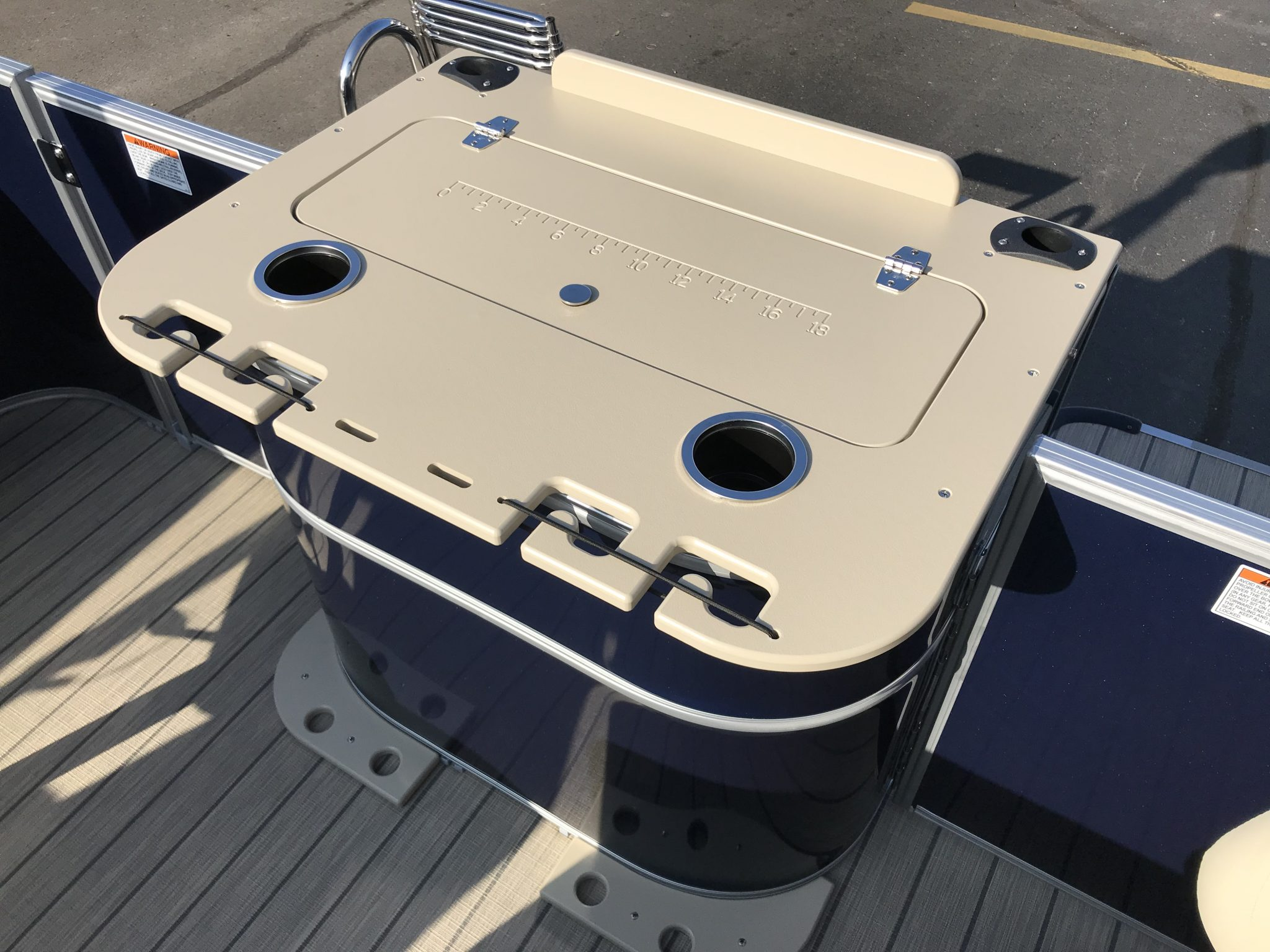 Sylvan 8520 Cruise-n-Fish Livewell and Rod Holders