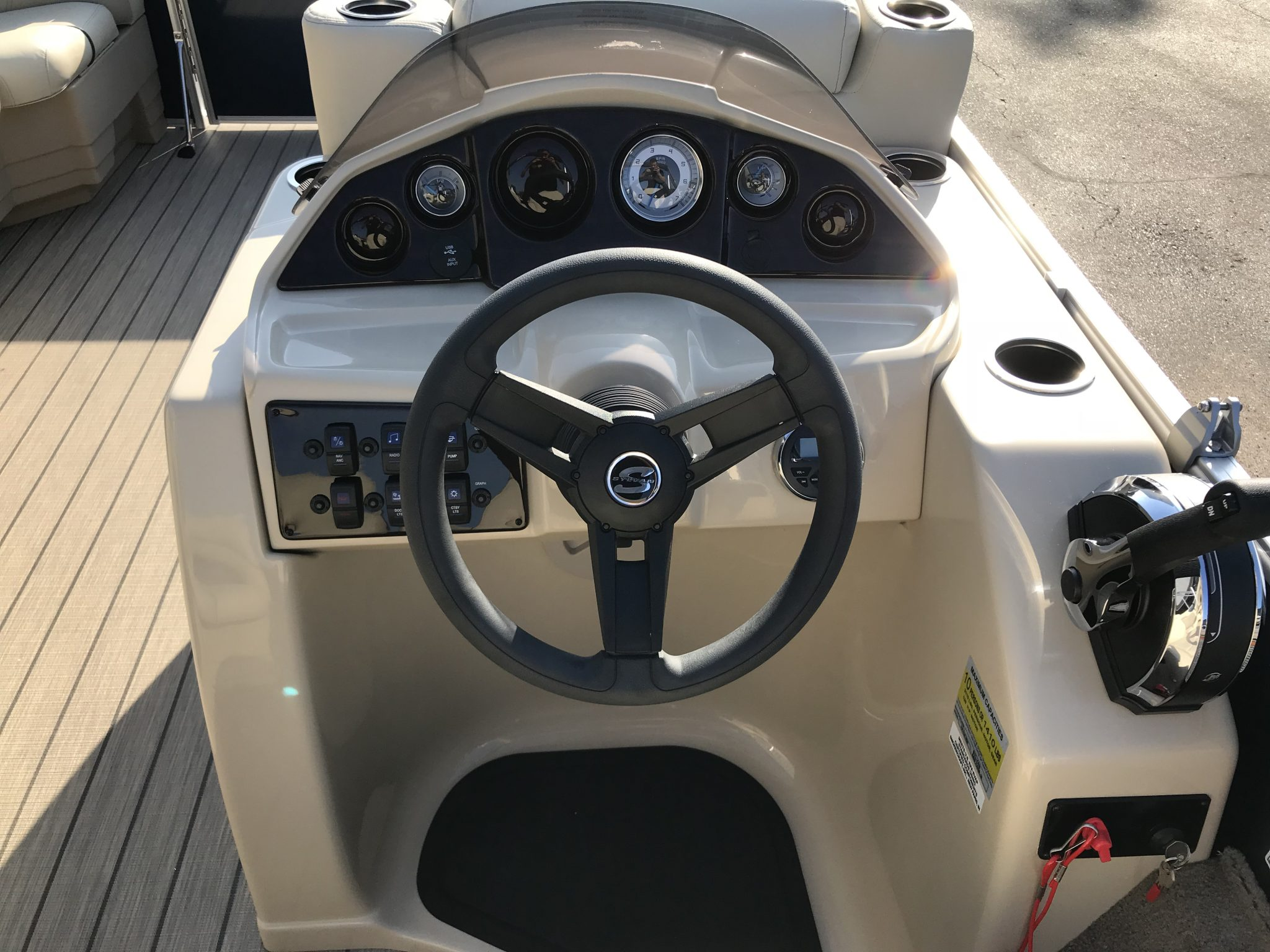 Sylvan 8520 Cruise-n-Fish Helm and Dash