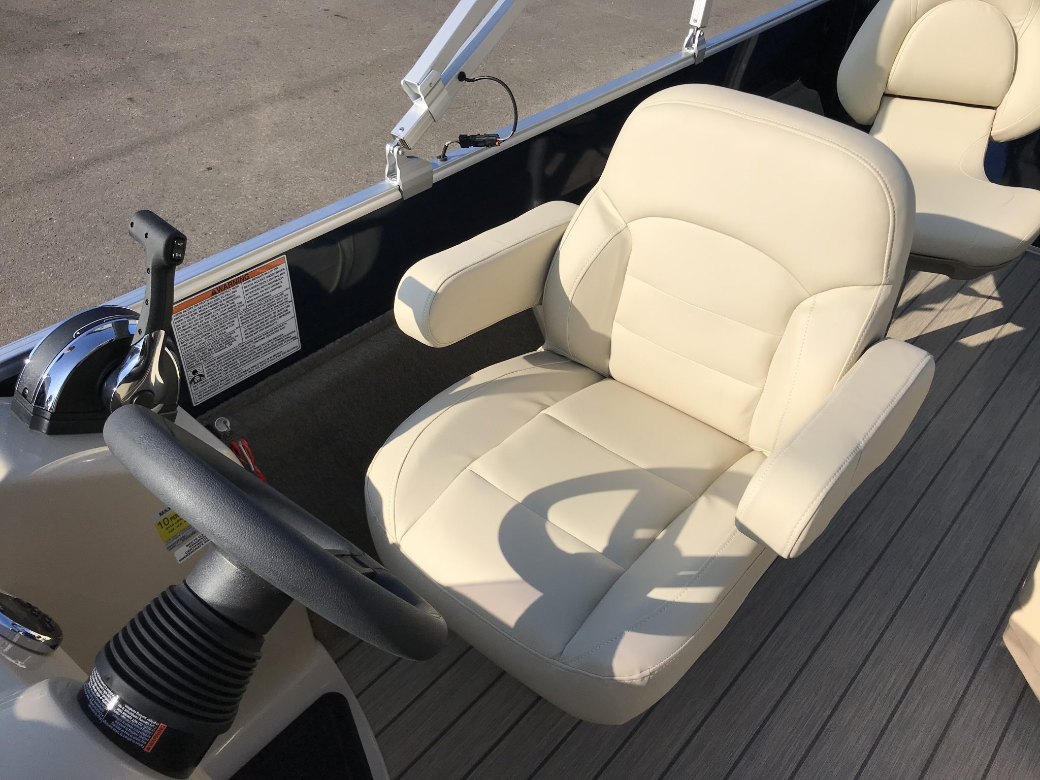 Sylvan 8520 Cruise-n-Fish Captains Helm Chair