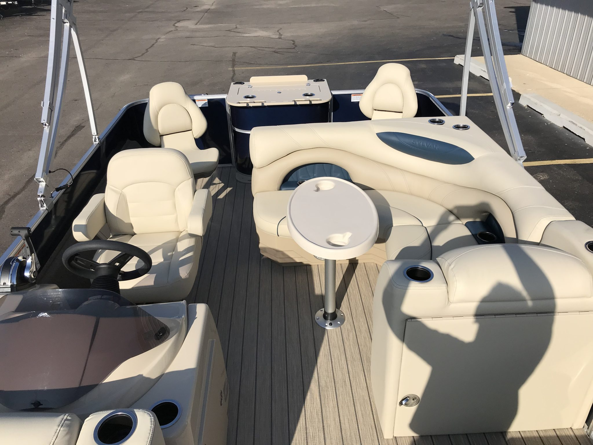 Sylvan 8520 Cruise-n-Fish Interior Stern Seating
