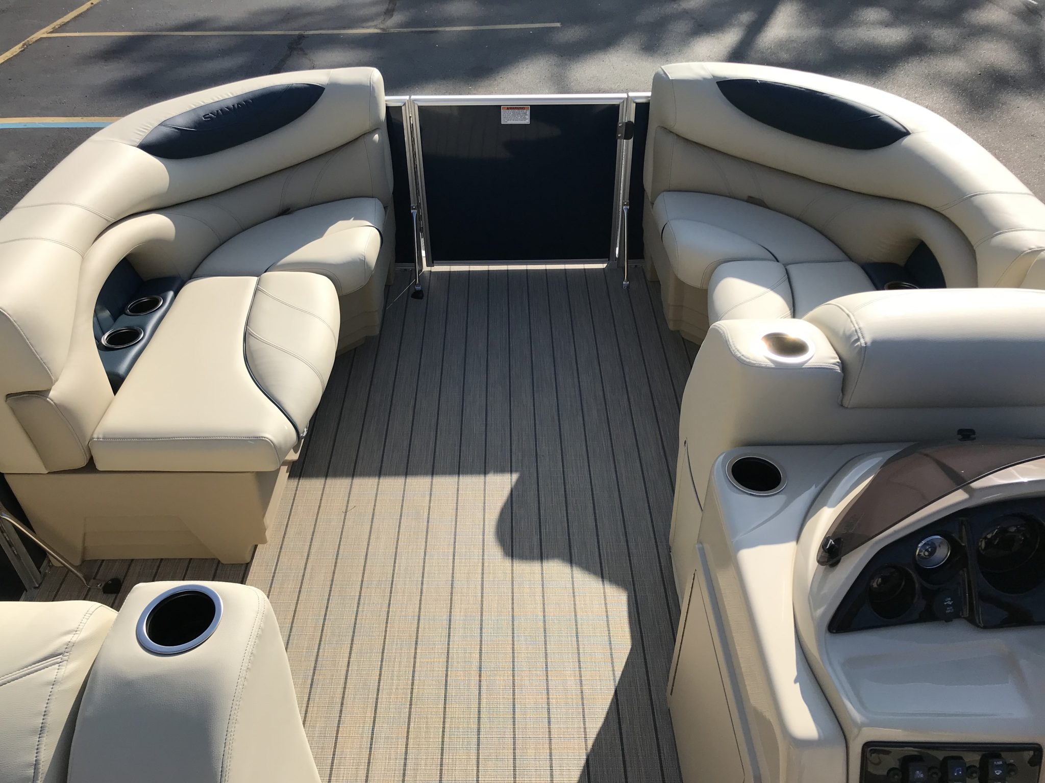 Sylvan 8520 Cruise-n-Fish Interior Bow Seating