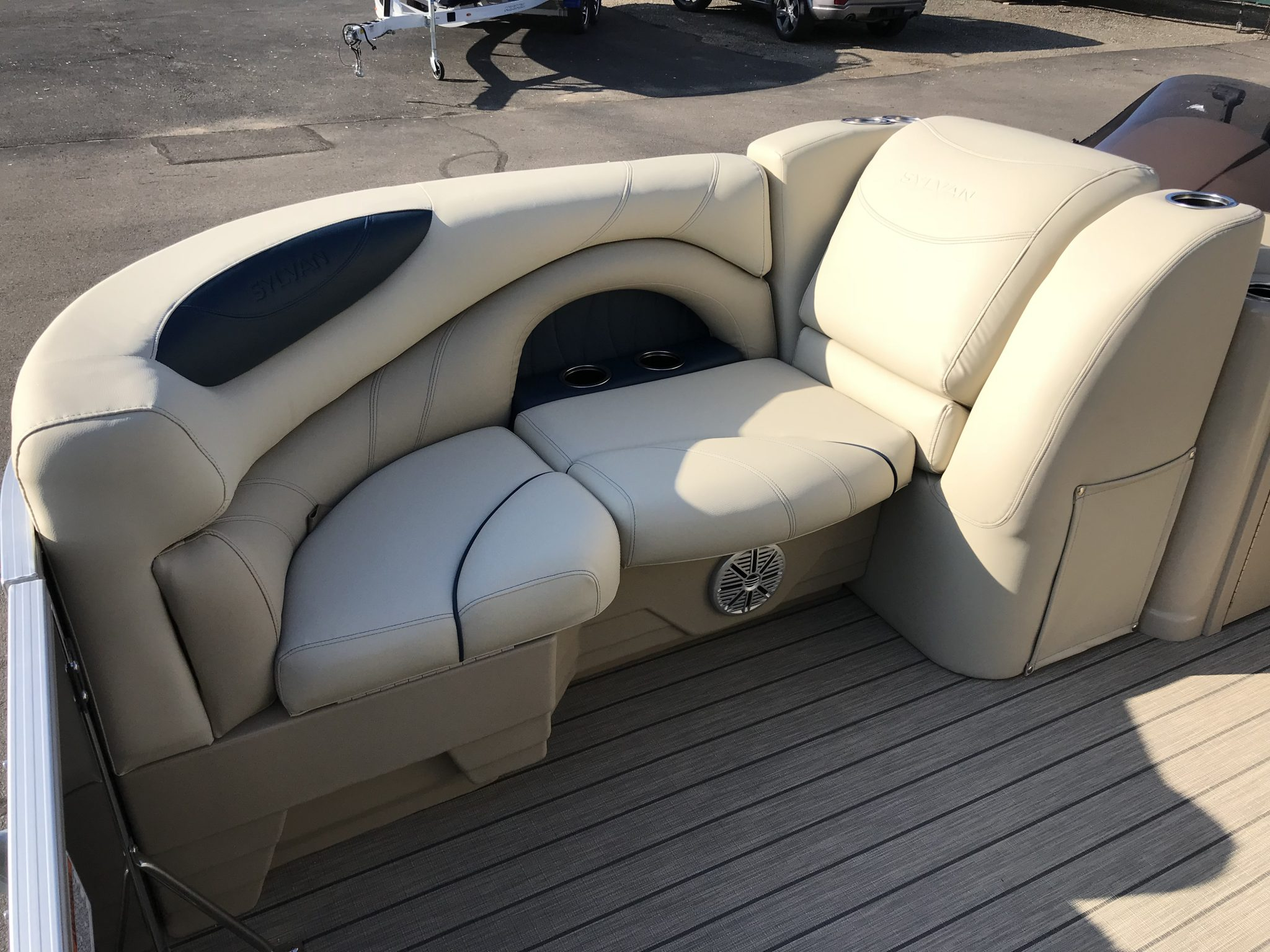 Sylvan 8520 Cruise-n-Fish Interior Cockpit Seating 7