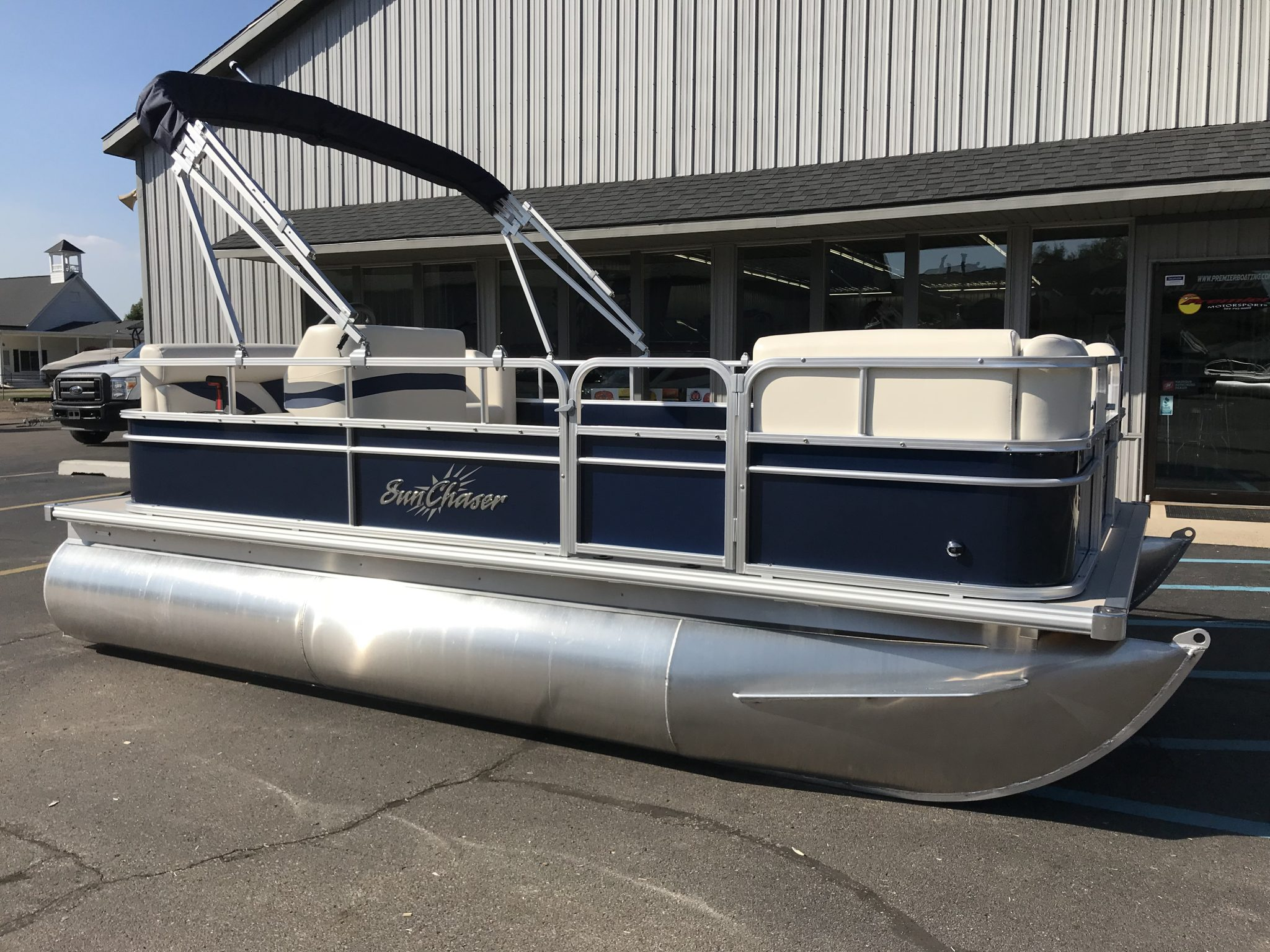 2019 SunChaser 816 Cruise Blue 1
