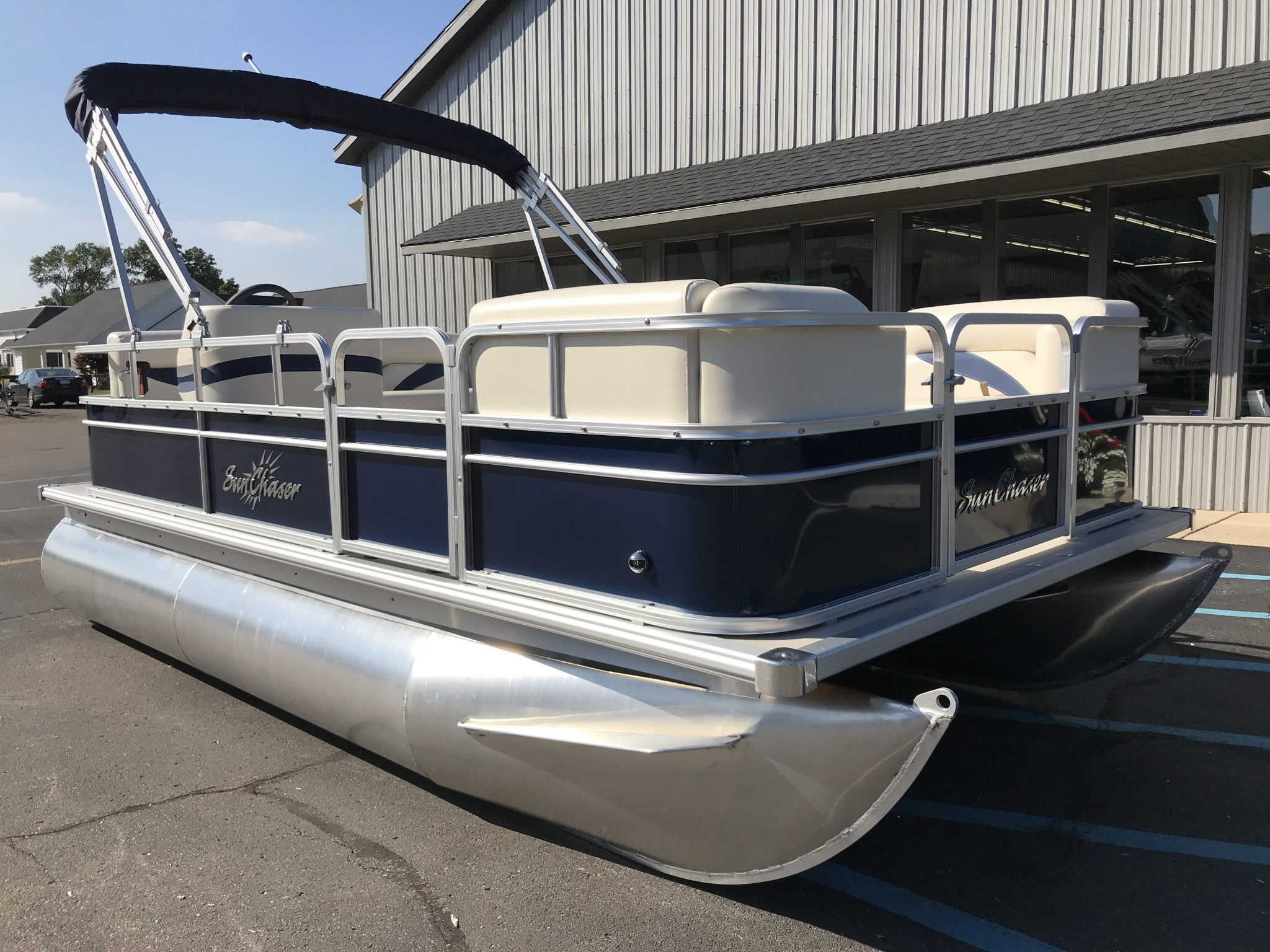 2019 SunChaser 816 Cruise Blue 2