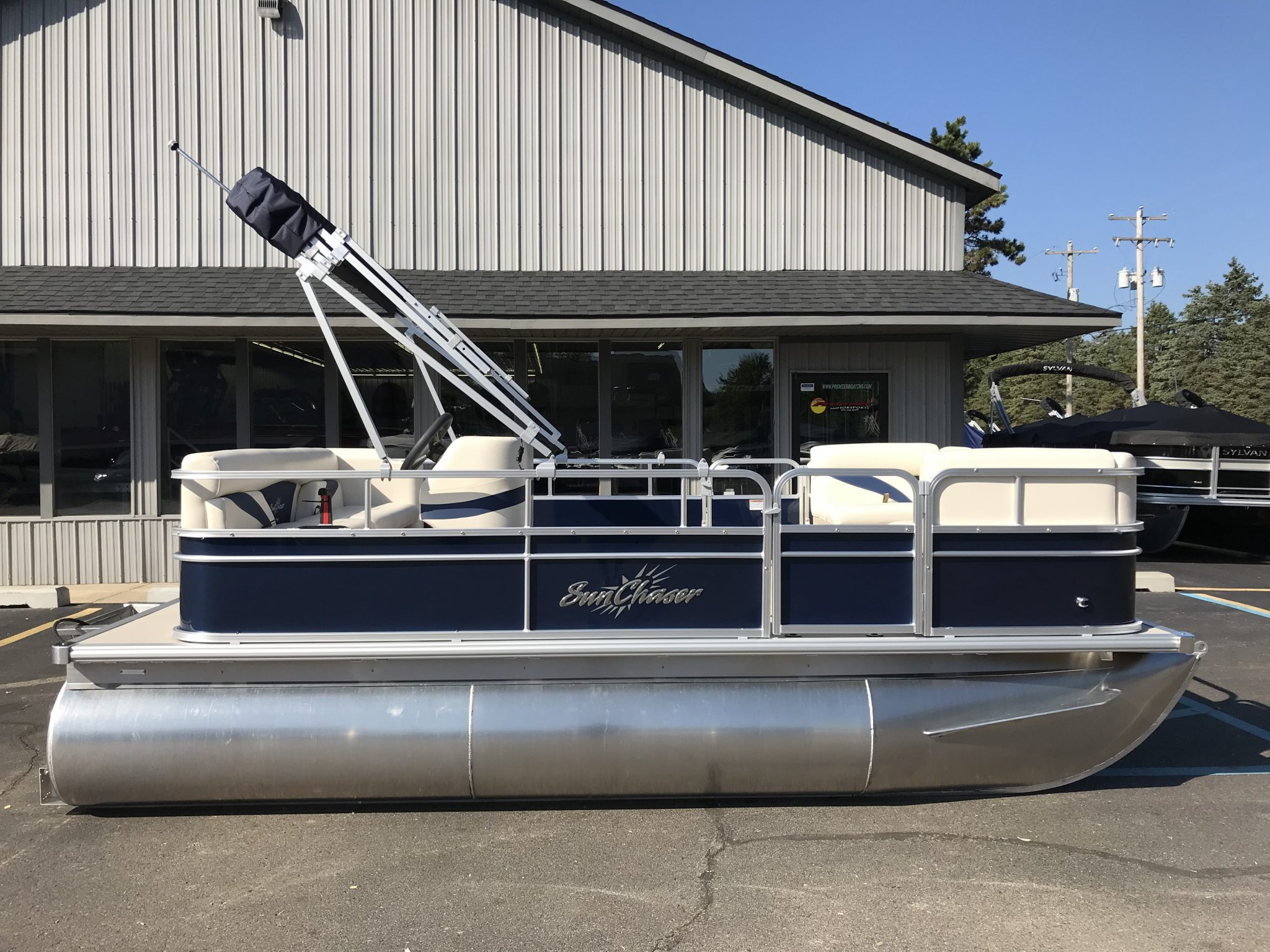 2019 SunChaser 816 Cruise Blue 4