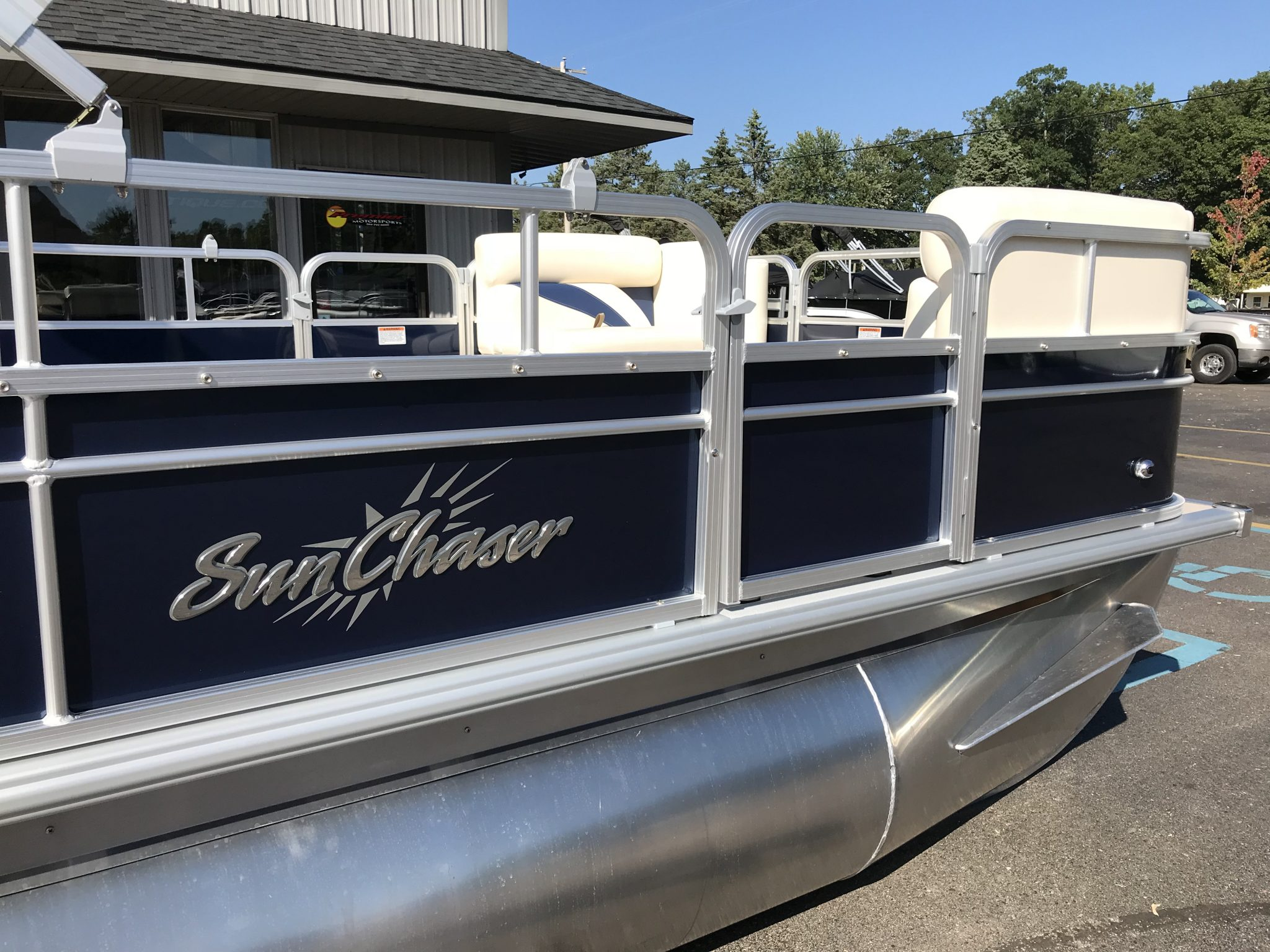 2019 SunChaser 816 Cruise Blue 5