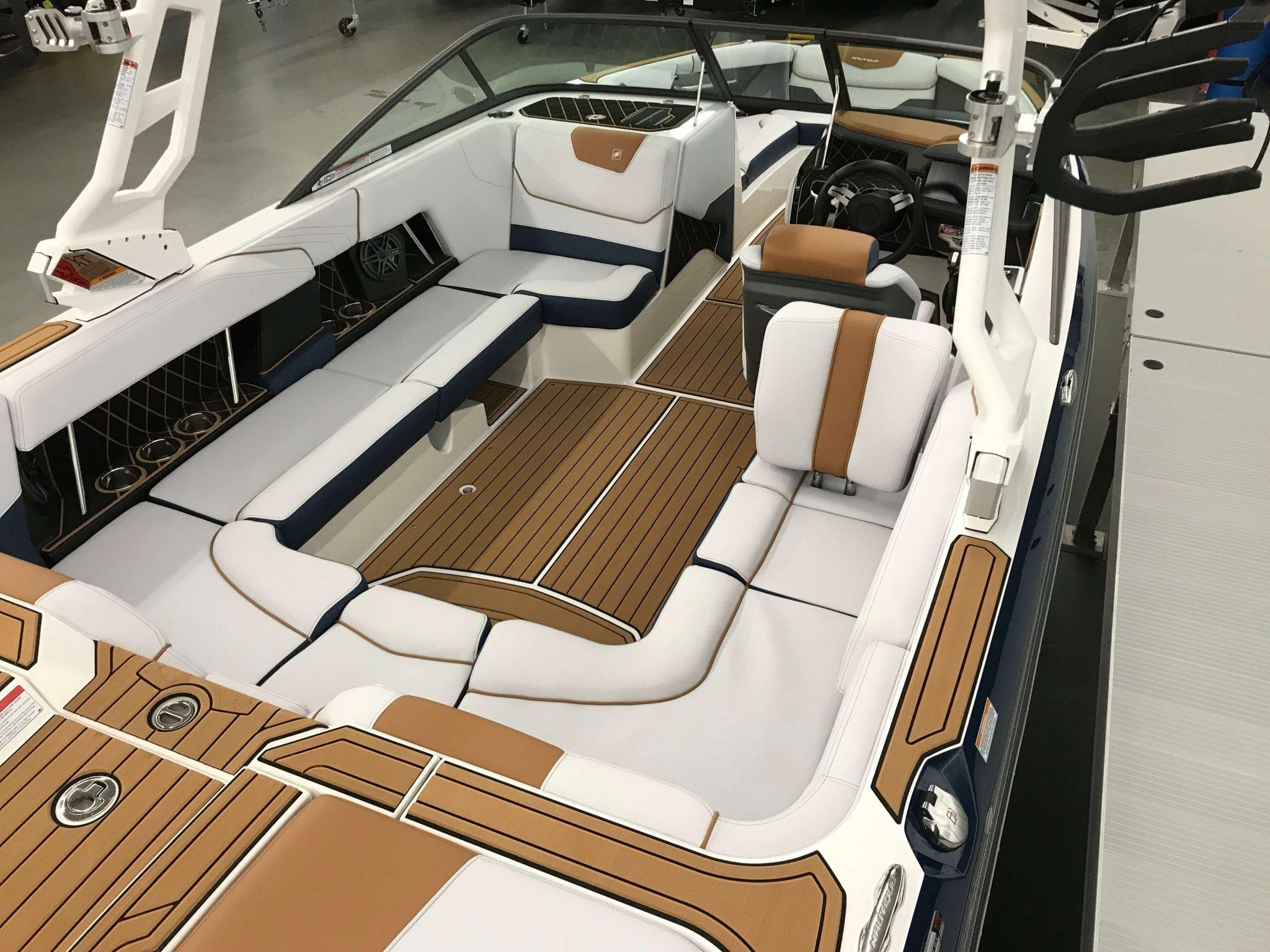 2019 Nautique GS22 Cockpit Seating 1