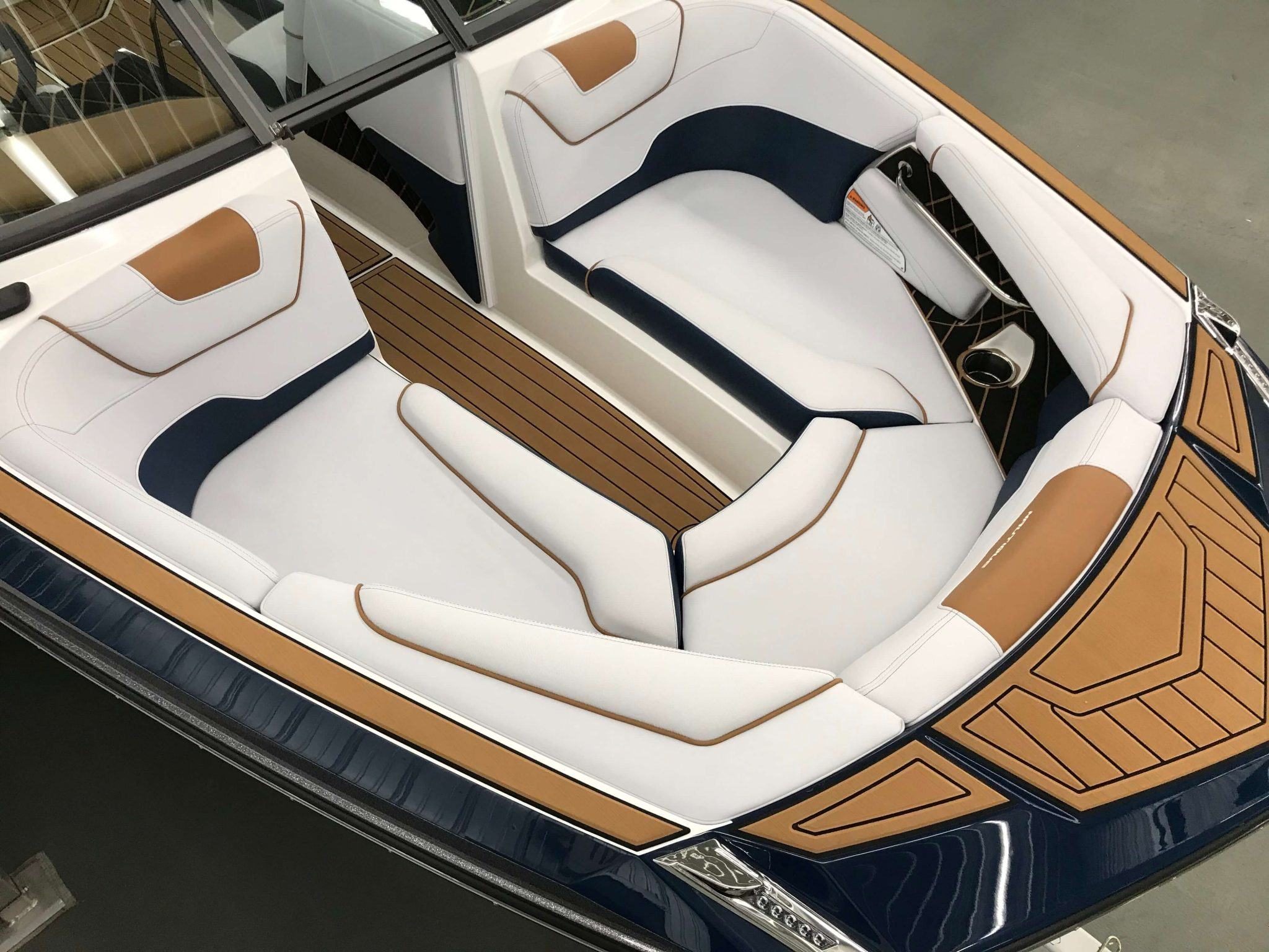 2019 Nautique GS22 Bow Seating 2