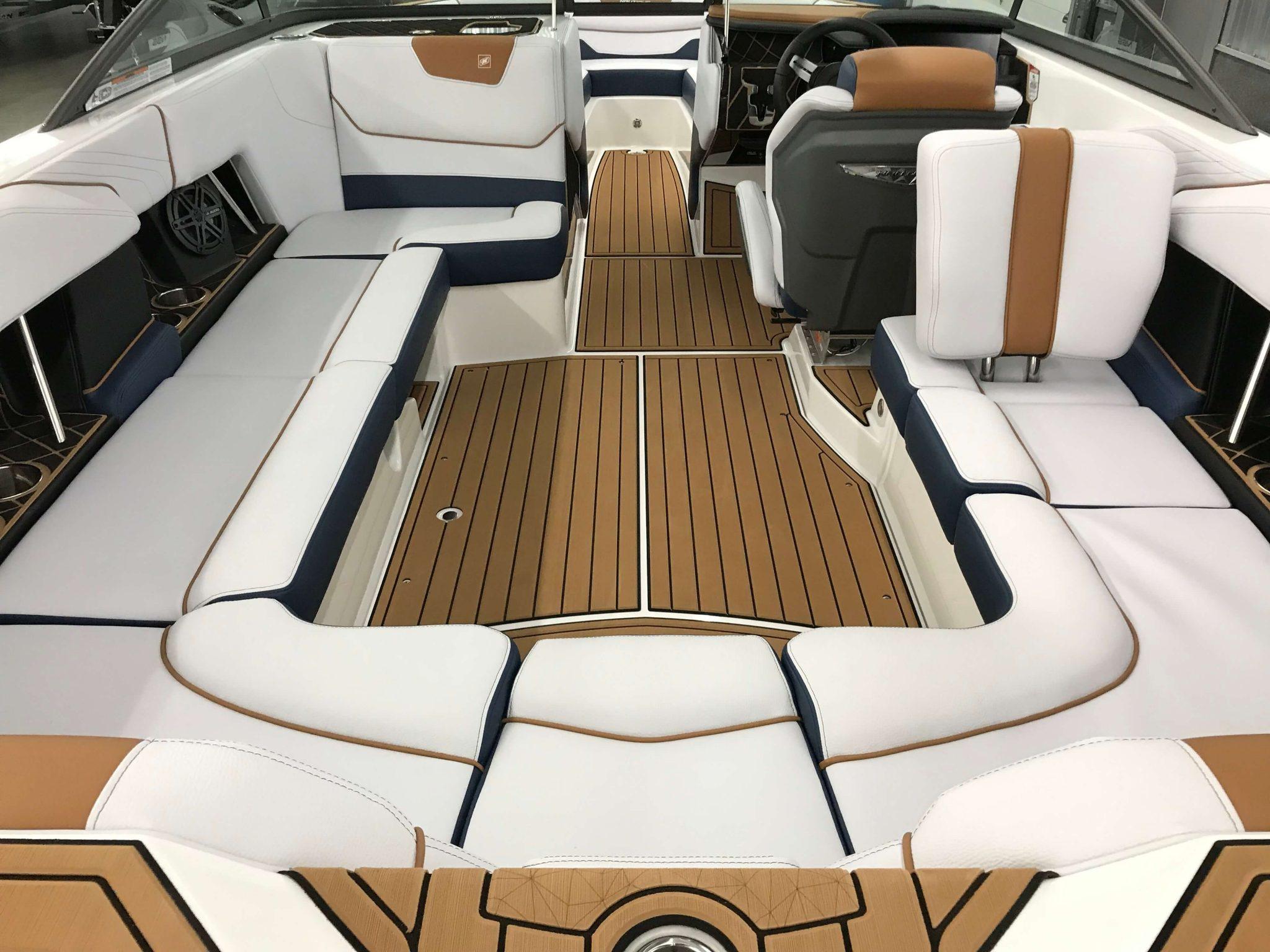 2019 Nautique GS22 Cockpit Seating 2