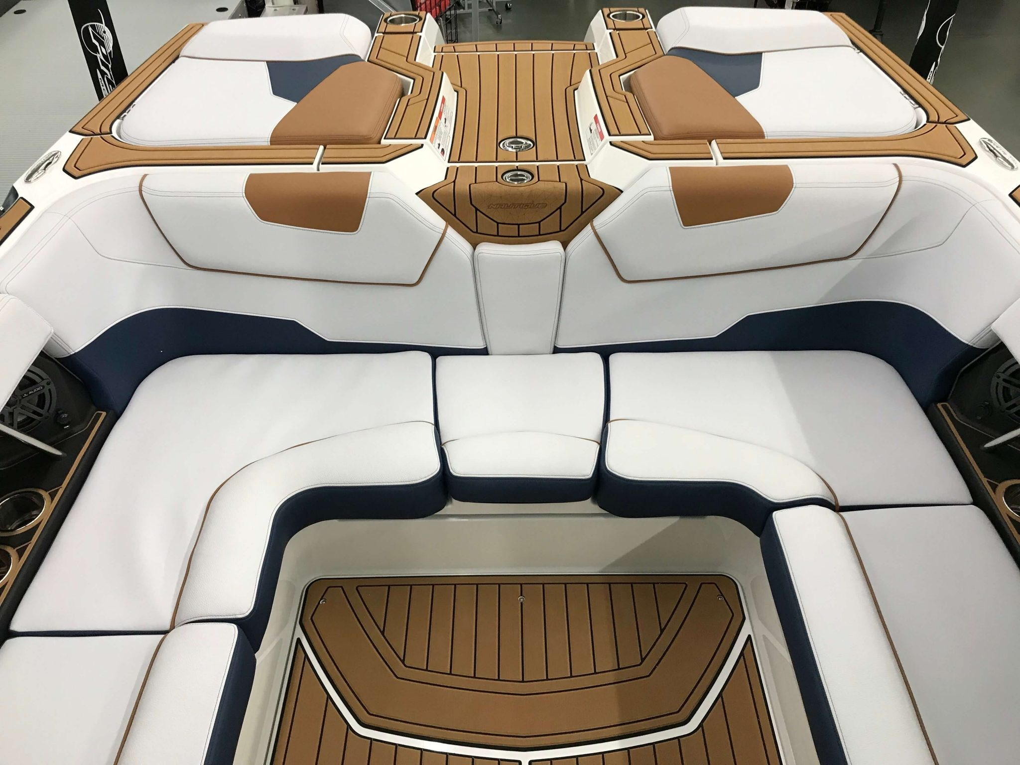 2019 Nautique GS22 Cockpit Seating 4